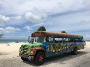 Schoolbus op Aruba